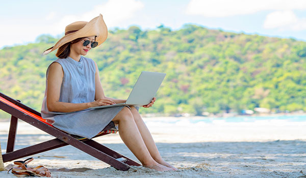 best traveling jobs to earn a living